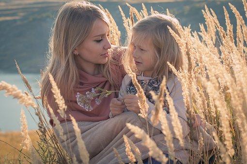 Психология отношений дочери-подростка и мамы